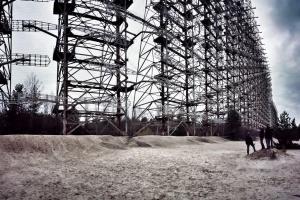 Atrakcją turystyczną stała się także Duga, nieużywana obecnie instalacja radzieckiego strategicznego radaru pozahoryzontalnego (OTH). Obiekt, zwany też Okiem Moskwy, znajduje się nieopodal Czarnobyla na Ukrainie. Fot. Miłosz Maślanka