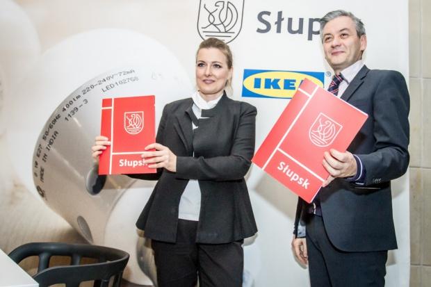 Biedroń z Ikeą wymienią żarówki mieszkańcom Słupska