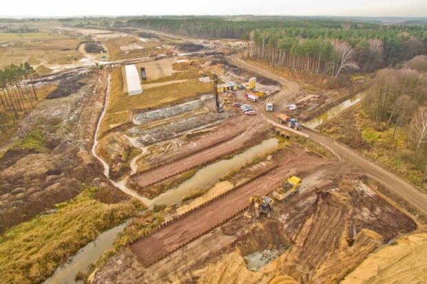 Budowa A1 Pyrzowice-Woźniki zaawansowana w 40 proc. Ostatnie prace przed zimową przerwą [Wideo]