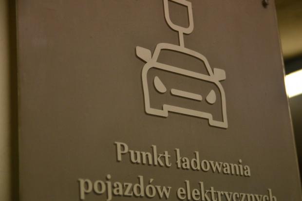 PTPiREE: lokalizacje punktów ładowania powinna wskazywać gmina