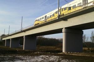 Gotowy nowy, graniczny most kolejowy