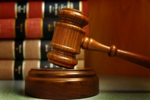 Czy Skarb Państwa odpowie za oszusta? Ruszył proces
