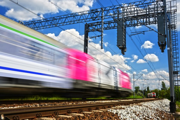 Znaczne opóźnienia w budowie w UE jednego systemu łączności kolejowej