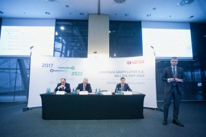 Marcin Jastrzębski, wiceprezes ds. operacyjnych, p.o. prezesa zarządu, prezentuje strategię Grupy Lotos. Fot. PTWP (Paweł Pawłowski)