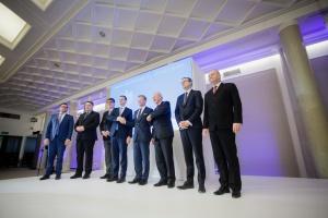 W piątek w Warszawie uroczyście zostały podpisane pierwsze umowy spółek Skarbu Państwa na finansowanie Europejskiego Banku Inwestycyjnego (EBI) w ramach Planu Junckera. Fot. PTWP (Paweł Pawłowski)