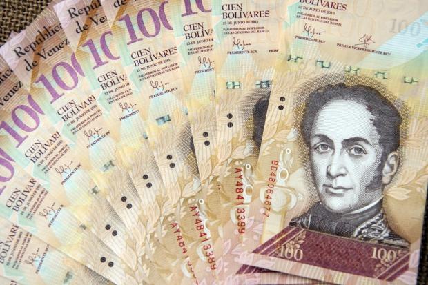 Prezydent Wenezueli przedłużył ważność banknotów o nominale 100 bolivarów