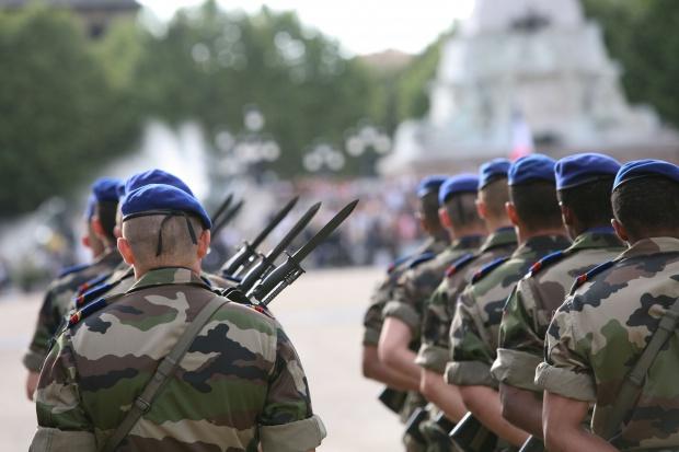 Francja zwiększy do 2025 r. wydatki obronne o ponad jedną trzecią