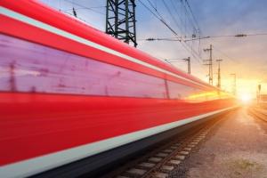 Niemiecka kolej wstrzymuje połączenia dalekobieżne z powodu orkanu