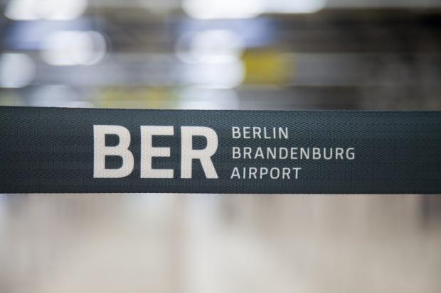"""BER. Potrzeba dodatkowych 770 mln euro """"na start"""" lotniska w Berlinie"""