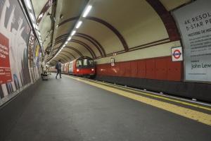 W.Brytania. Po ewakuacji otwarto jedną ze stacji metra w centrum Londynu