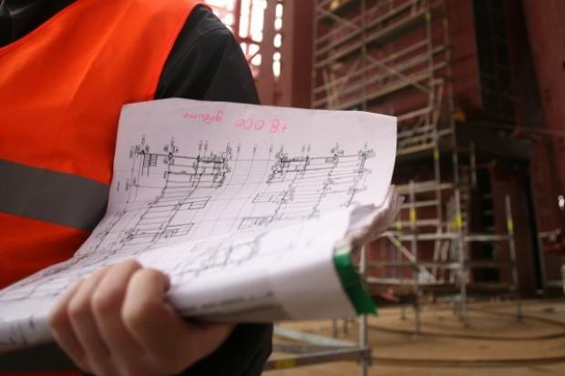 Intercor montuje zwodzone przęsło pieszej kładki w Gdańsku