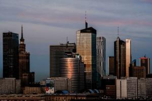 Warszawa obrasta biurowcami