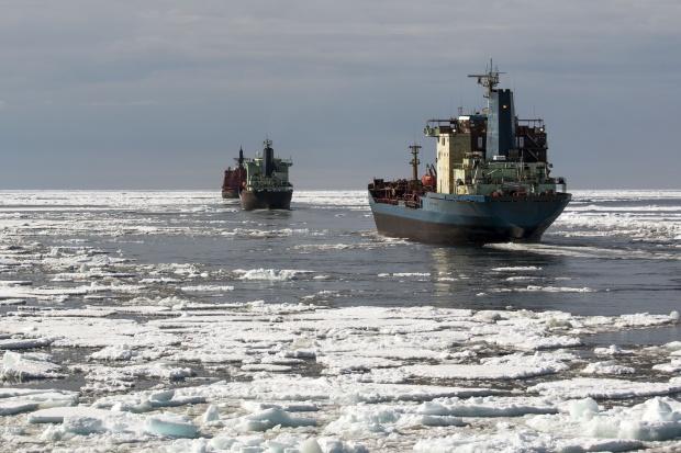 Eurodeputowani: zakazać używania ciężkich olejów w Arktyce