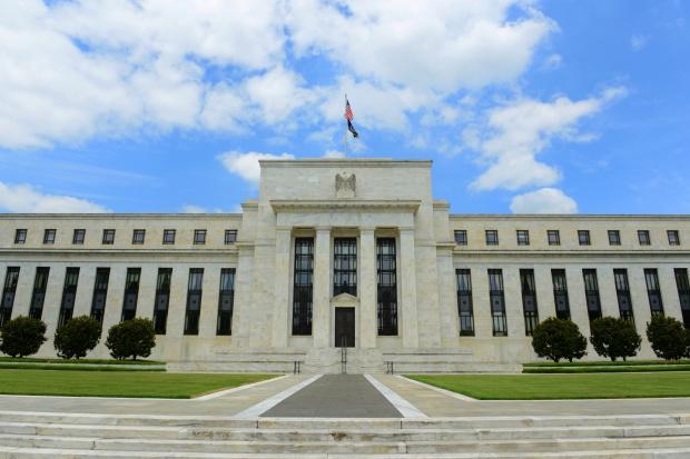 Fed pozostawił bez zmian główną stopę procentową na poziomie 0,50-0,75 proc.
