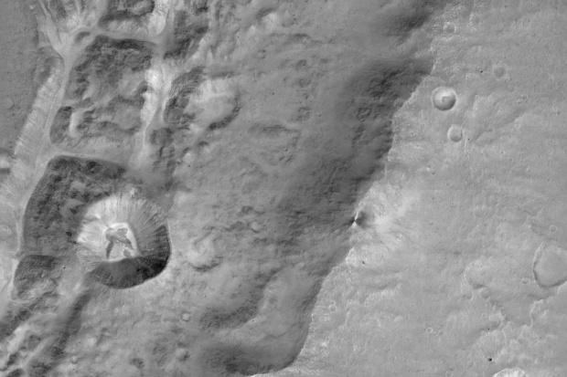 Kamera CaSSIS przesłała na Ziemię pierwsze zdjęcia Marsa