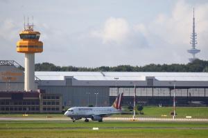 Burze i ulewy sparaliżowały lotnisko w Hamburgu