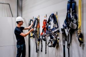 Komory, rury, piwnice - jak bezpiecznie pracować w ograniczonej przestrzeni?