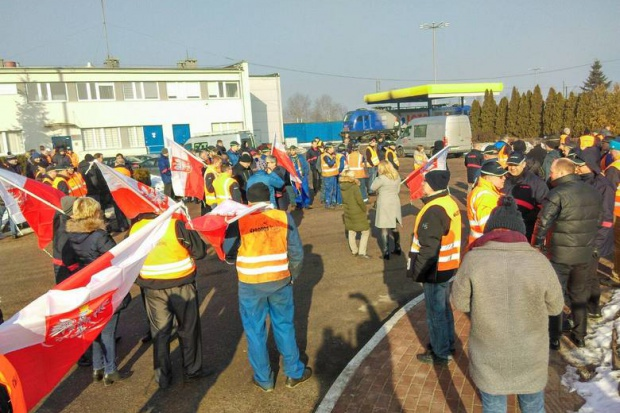 Protest przed siedzibą spółki Lotos Kolej w Gdańsku. Chcą odwołania wiceprezesa