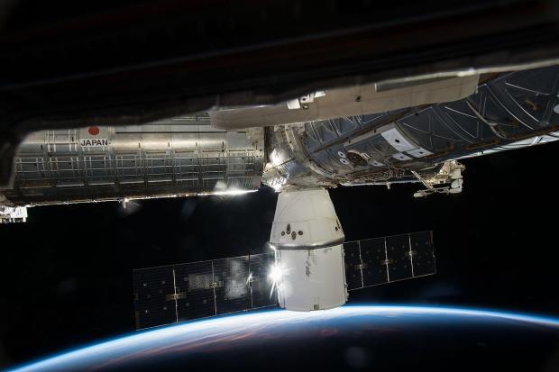 Statek towarowy Dragon przycumował do ISS
