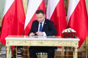 Prezydent podpisał, będzie na wypłaty dla byłych górników i dla KRRiTV