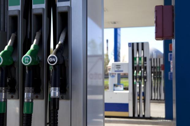 Setki stacji benzynowych we Francji bez paliwa z powodu strajku