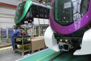 Zobacz jak przebiega produkcja pociągów dla metra w Rijadzie