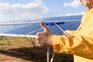Energia ze słońca, wiatru, węgla i gazu. Sprawdzamy, która jest najtańsza