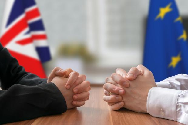 Michel Barnier naciska ws. rozliczeń finansowych dot. brexitu