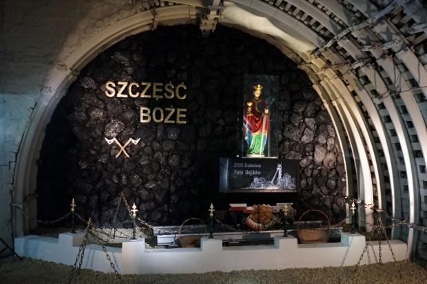 PGG: figura św. Barbary poświęcona i wystawiona 950 m pod ziemią wkopalni Sośnica