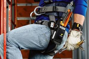 Koniec z mitami dotyczącymi pracy na wysokości. Jak dobrać właściwy sprzęt do odpowiedniego zagrożenia?