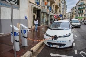 100 tys. samochodów elektrycznych na drogach Francji
