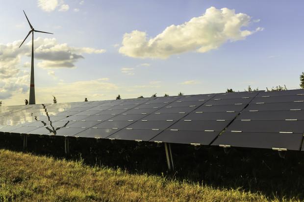 Ceny energii pod wpływem upałów i wiatru