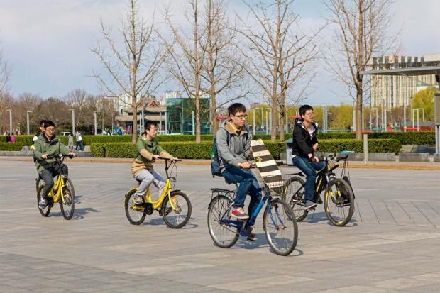 Chińczycy znów wsiadają na rowery
