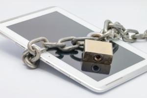 Rosjanie protestują przeciwko ograniczaniu internetu