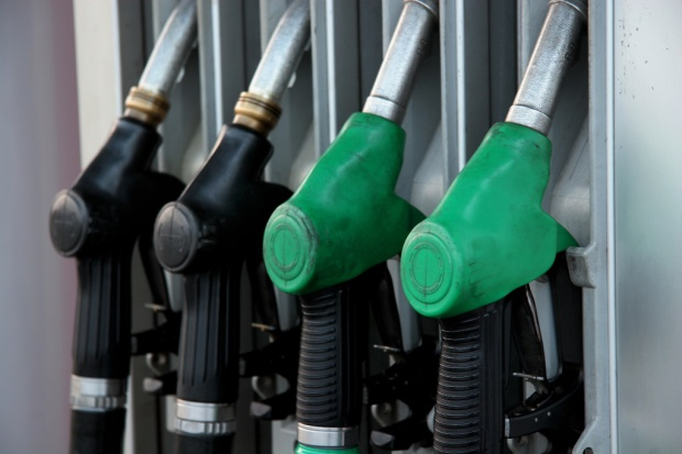 Podwyżki na stacjach paliw nieco niższe