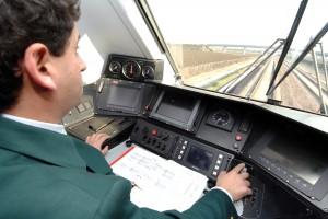 Łatwiej w Polsce zostać pilotem samolotu niż maszynistą. A to niejedyny kolejowy absurd