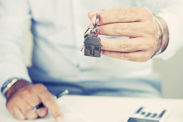 Polacy inwestują w mieszkania, by na nich zarabiać