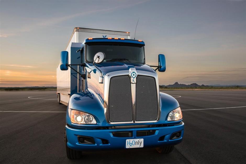 Zdjęcie numer 1 - galeria: Wodorowa ciężarówka Toyoty