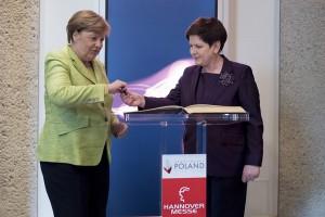Szydło i Merkel otworzyły polskie stanowisko na targach w Hanowerze