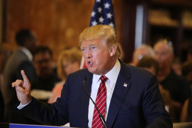 Demokratyczni parlamentarzyści pozwali Trumpa ws. pieniędzy z zagranicy
