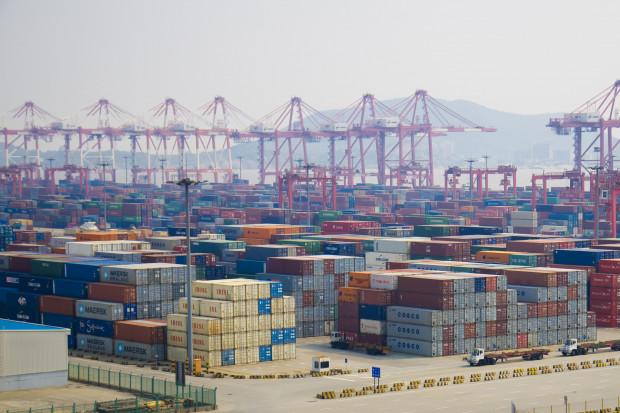 Największy port kontenerowy świata rośnie ponad normę
