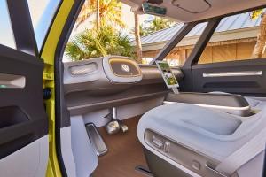 Samochód przyszłości straci kierownicę? Możliwe są różne warianty