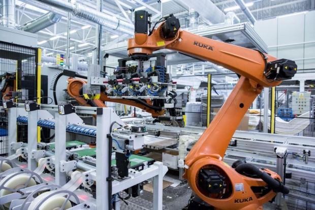 Automotive ciągnie stale jakościowe, a budownictwo - nierdzewne