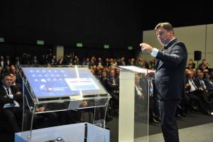 Prezes PGG Tomasz Rogala wskazał na wstępie, że strategię zbudowano w kluczowym momencie, jakim była niedawna konsolidacja sektora górniczego na Śląsku (PGG przejęła bowiem kopalnie Katowickiego Holdingu Węglowego).