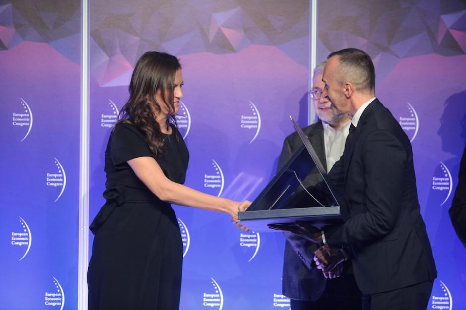 Firma Amazon otrzymała wyróżnienie za silny impuls zmieniający oblicza polskiej logistyki. Nagrodę odebrała Marzena Więckowska, Senior PR Manager na region Europy Środkowo-Wschodniej w Amazon.