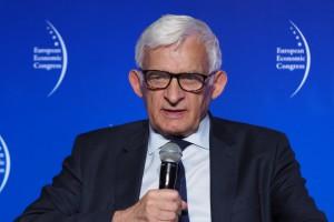 Buzek: decyzja Trumpa ws. polityki klimatycznej kładzie się cieniem na relacjach