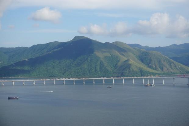 Najdłuższy w Chinach most autostradowy ponad wodą bliski ukończenia