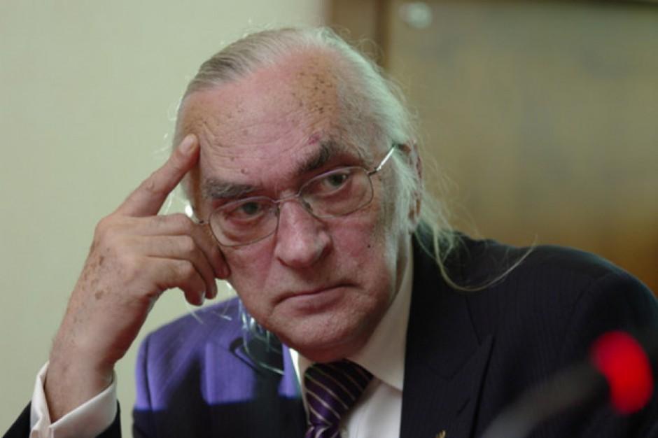 Prof. Barczak wskazuje na to, jak trudno teraz kieruje sie PGG. Fot. PTWP