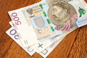 Suwałki dają 500 zł urzędnikom, by szli na emeryturę