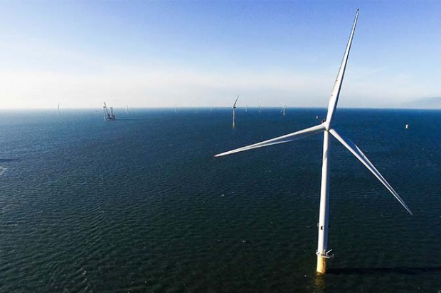 Farma wiatrowa Burbo Bank Extension to spółka joint venture założona przez firmę DONG Energy (50 procent) i jej partnerów, firmę PKA (25 procent) oraz KIRKBI A/S (25 procent), spółkę macierzystą Grupy LEGO. © DONG Energy A/S.